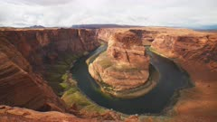 an ultra wide panning shot of horseshoe bend at glen cayon in page, arizona