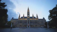 evening time lapse of the exterior front of rathaus in vienna, austria