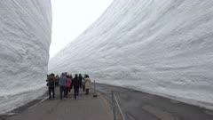 Bus Drives Through Massive Snow Canyon After Huge Snowfall