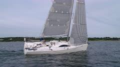 Sailing upwind singlehanded upwind