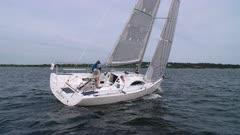 Sailing upwind singlehanded leeward side