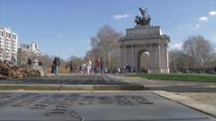 Royal Artillery Memorial and Wellington Arch in springtime, Hyde Park Corner, London, England, United Kingdom, Europe