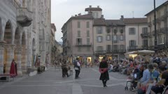 Street entertainment and people in Piazza del Duomo at dusk, Como, Lake Como, Lombardy, Italian Lakes, Italy, Europe