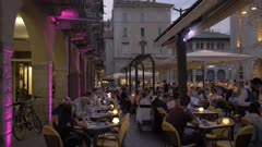 Duomo of Como and restaurants and people in Piazza del Duomo at dusk, Como, Lake Como, Lombardy, Italian Lakes, Italy, Europe