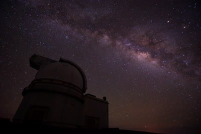Mauna kea summit observatory telescope moving timelapse milky way