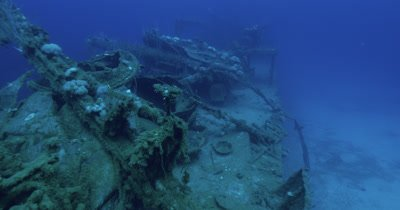 Traveling along the wreck of the USS Lamson and towards the mounted gun