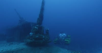 submarine next to gun turret of ship wreck. USS Lamson