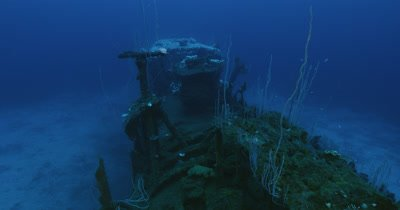 Traveling along top of USS Apogon ship wreck