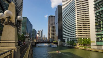 Time lapse of boats in the Chicago River