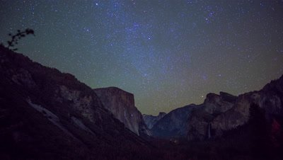Time Lapse of Yosemite Valley at night