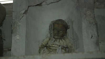 A little child looking down from her shelve in the caputine catacomb