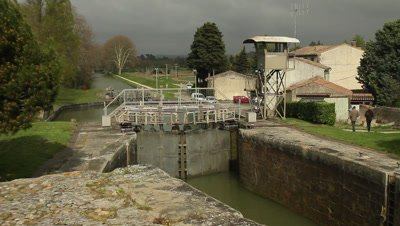 Lock chamber at an old french tree-chamber lock system