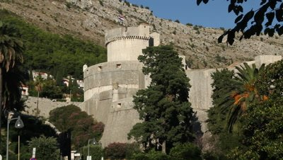 walls of dubrovnik with sight on minceta tower