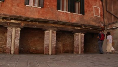 the wooden constructions carrying the houses in Venice are tried replaced with new constructions