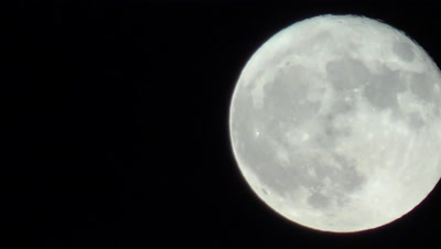 4K full moon from bottom to top right