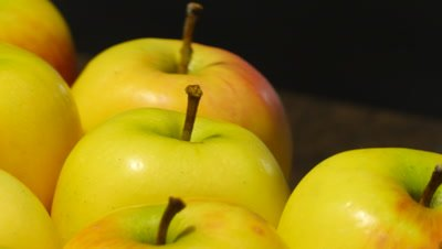 4k loopable rotating of a yellow apples