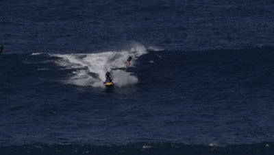 Bethany Hamilton- Jaws Peahi big wave surfing