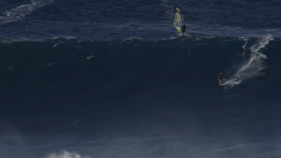 Bethany Hamilton-Jaws - big wave surfing