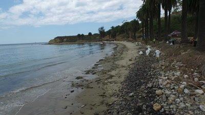 OIL SPILL SANTA BARBARA 2015-OIL ON BEACH-CLEANUP