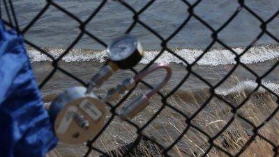 OIL SPILL SANTA BARBARA 2015-CLEANUP TEST GEAR to OILED BEACH