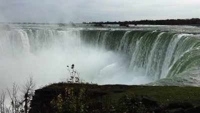 4K UltraHD Horseshoe Falls at Niagara Falls at the brink