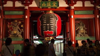 Time-lapse view of Kaminarimon entrance gate to Senso-ji temple, Tokyo, Japan