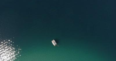 Catamaran Indian Taboo, Crater Bay