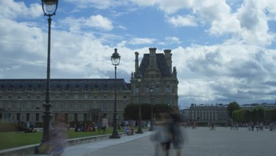 Timelapse of Musee du Louvre in Paris