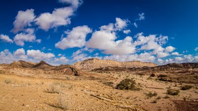 Midday clouds, Ramon Crater
