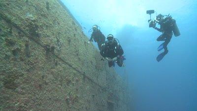 Divers alongside wreck of Thistlegorm, Antarctica