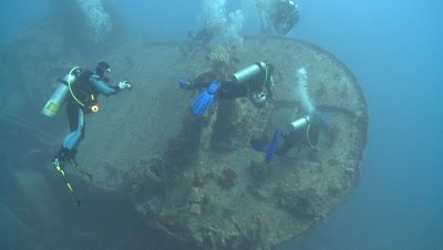 Thistlegorm wreck with divers, Antarctica