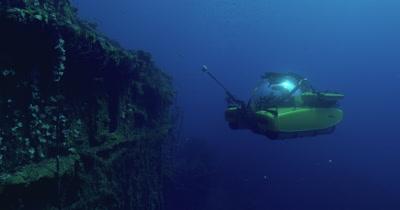 submarine surveying around bridge of USS Saratoga