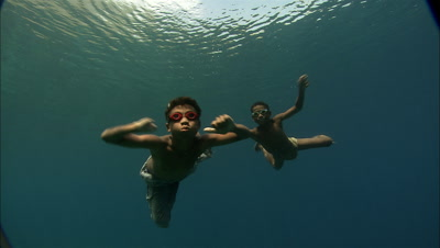 Fishing Boys Freediving, Dynamite Damaged Hand