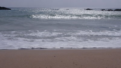 Waves coming in onto the beach