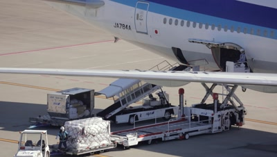 Time Lapse,Airplane being loaded at Tokyo International Airport